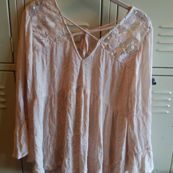 American Eagle Outfitters Tops - Barely Used American Eagle Blouse
